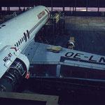 Die MD-87 OE-LMK im Hangar/Courtesy: Austrian Airlines