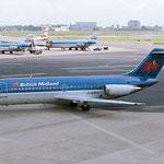 """Eine """"Baby-""""DC-9 in Amsterdam. Man beachte die beiden DC-9 der KLM!/Courtesy: Sandor van Maaren"""