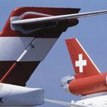 Leitwerk einer MD-87 von Austrian und MD-11 der Swissair/Courtesy: Swissair