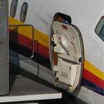 Geöffnete Servicetür einer MD-81 der JAS/Courtesy: ?