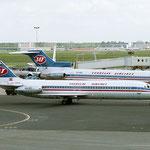 YU-AHO in Amsterdam mit einer Boeing 727-200Adv. der JAT im Hintergrund/Courtesy: Sandor van Maaren