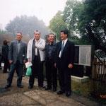 猿沢湖畔の朝。川路聖謨の「植櫻楓之碑」の前で(11月17日)