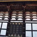 滅多に拝観できない大仏殿裏の建築様式