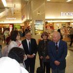 京都駅にて。旅の終わりに西会長からのご挨拶