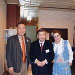 大助・花子ご両人と奥井さんの記念写真