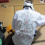 版刷りしたさらしを行衣に縫い付けて着用