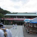 麓の石鎚神社 テントも出てお接待もありました