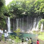 富士の山 裾野にさても聞こゆなる その奥広き 白糸の滝