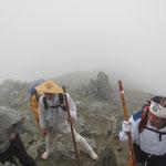 6日朝から雄山頂上へ登拝 五ノ越が頂上ですがすごい強風でした