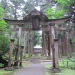 平泉寺白山神社 奥に見える拝殿はかつて四十五間もの長さがあり奥の白山五社を一度に拝することが出来ました