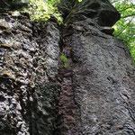 一心行者洞窟の岩塊