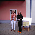Geschafft: Christiane begrüßt die letzte Besucherin