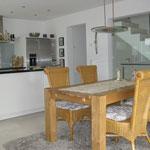 Küchenbereich und Esszimmer