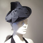 Model Diva, black Melusinefelt Hat made upon a small Aliceband
