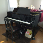 使用ピアノ(KAWAI)鍵盤は今では珍しい象牙♪