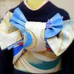 「姫菖蒲」紺地の振袖に白地にブルーの袋帯で結びました。花嫁の変り結びです。