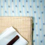 ブルーと白の縦縞に井桁絣を配した越後上布。中曽根みちこ作宮古上布、茶色の格子柄の帯を合わせました。