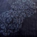 藍色の越後上布です。ところどころに花丸紋が飛んでいます。