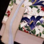 薄紫の鬼しぼ縮緬に染められた白木蓮・紫木蓮・桜。春を告げる袋帯です。