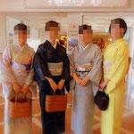 きもづかの皆さんと宝塚大劇場のロビーで記念写真。
