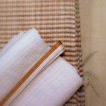生成り色の生紬に露草を描いた訪問着(銀座きしや製)。 帯は中曽根みちこ作宮古上布九寸名古屋