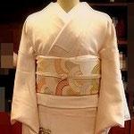 本襲または本仕立てとよばれる仕立て方の色留袖。森田空美流着付け教室in関西で着付け方を練習しました。