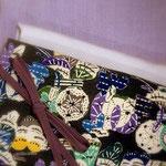 結城紬に江戸小紋の毛万筋を染めた藤色のきものに、添田敏子作型絵染の帯「秋百穫」を合わせた秋のコーディネートです。