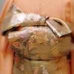訪問着の帯結び。熨斗結び。お太鼓の上にリボンが乗ったように見える変わり結びです。