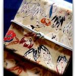 妖精の園のように楽しい板倉眞理子さんの帯。白地の紬に型絵染したものです。