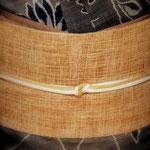 尾形乾山の陶器写しの菊柄大島紬です。柿渋染の紬帯を合わせています。