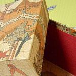 カルトナージュ(探検家の地図柄、正方形)_天面アップ