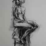 Mädchen auf Hocker // 70 x 100 cm // Kohlezeichnung