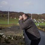 Andi beim Beobachten - in klirrender Kälte - Foto von Urs Schärer
