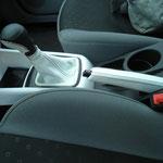 KIA, белая автокожа, черная нить