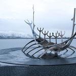 Sólfar - Reykjavík, Island - Datum: 16.01.2013  Kamera: Nikon D300s  Lense: Sigma AF 2,8 / 24-70 EX DG  ISO: 250  Brennweite: 18mm  Blende: 14  Belichtungszeit: 1/20