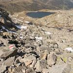 Scendiamo verso il Bergseeli ....... ancora su pietraia
