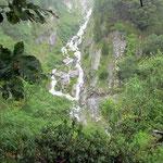 Passaggio delicato in Valle di Stuello, impossibile passare causa le forti correnti del riale ingrossatto dalle fitte pioggie!!