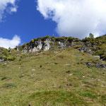 Sopra quella rocciata c'è l'Alpe Fümègna