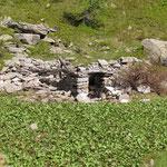 Rudere vicino al Lago di Ravina