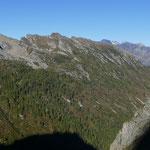 Il versante opposto della Val di Carassino dove passa la via alta...