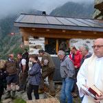 Preparativi per l'inaugurazione della rinnovata Cascina di Agnon