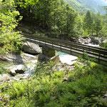 Attraversiamo il fiume Osura dopo Vald