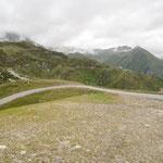 Dal posteggio a 2045 m (strada per l'ospizio del San Gottardo)