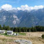 Capanna Alva 1570 m (prima da destra)