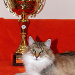 Amelie 9 Jahre und 2 Monate alt mit ihrem FIFE-Pokal für beste Norwegerin 2010