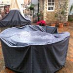 """Лёгкие непромокаемые чехлы на мебель на открытой террасе ресторана """"Коммуналка"""""""