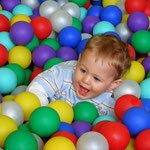 Baby In Ball Pit - (c) Flickr user PROChris_Parfitt; https://www.flickr.com/photos/chr1sp/2256028614