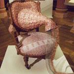 ギメ美術館インド月の展示、ガネーシャ神をイメージした椅子