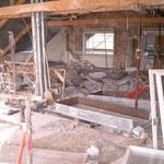 Dachaufstockung Druckerei Käslin Beckenried - Ausbrucharbeiten unter dem Notdach