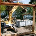 Sortieren auf der Baustelle - Abbrechen ist das eine, sortieren, trennen und richtig entsorgen, ist das andere. Wir machen es Ihnen vor.